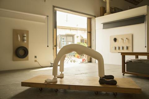 Skulptur på väg till Stockholm. Lauren Davis Fishers ateljé i Los Angeles