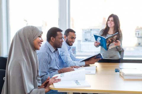 Här är miljonsatsningen som lär asylsökande svenska