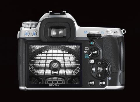 Pentax K-5 silver takaa