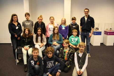 14 Schülerinnen und Schüler entdecken die Lyreco Welt
