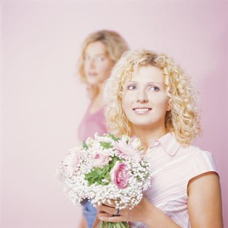 Kvinnor bäst på blomsterbud via nätet