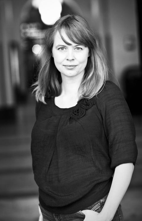 Anna Dahlqvist föreläser om abortmotståndets Europa på stadsbiblioteket.