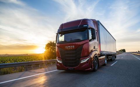 """IVECO käynnistää """"I'm Unstoppable – Olen pysäyttämätön""""-kampanjan yhtiön uuden raskaan kuorma-auton julkaisun tueksi"""
