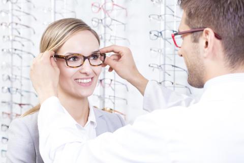 """Zusätzliche Kosten beim Augenarzt - Wann zahlt die Kasse für das """"Brillenrezept""""?"""