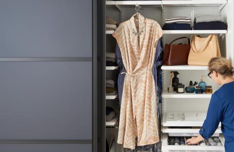 Slik starter du våroppryddingen i garderoben!