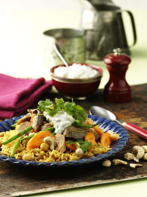 Aromatiskt ris i sällskap av kyckling och grönsaker