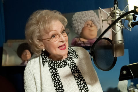 Betty White ger röst åt Grammy Norma i Lorax.