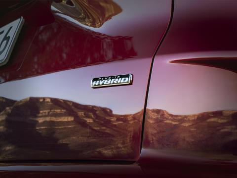 Ford siirtyy näyttävästi sähköistämiseen – esittelee ympäristöystävällisen toimintatavan, joka laajenee kaikkiin malliston ajoneuvoihin