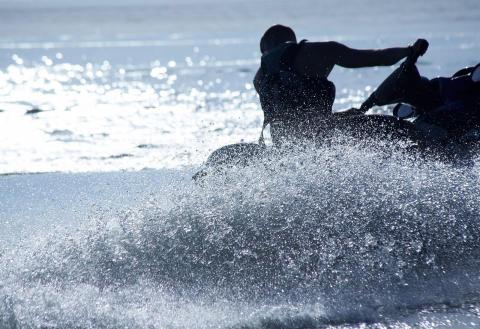 Svedeas nya försäkring för vattenskoter belönar inlåsning