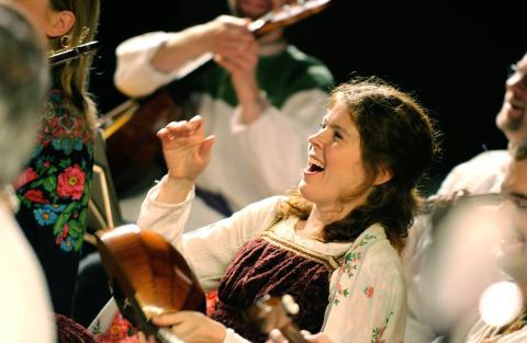 Minimalistiska kompositioner från Kina och lekfull orkester med ryska folkmusiktolkningar