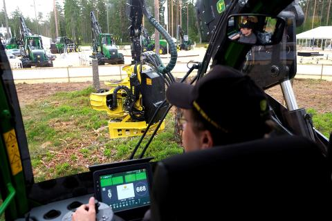 Many people tested the world's first crane-tip control for harvesters
