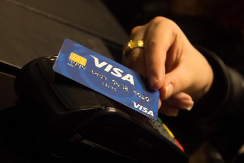 Visa spolupracuje s Alzou: Za online platby ponúkne dopravu zadarmo