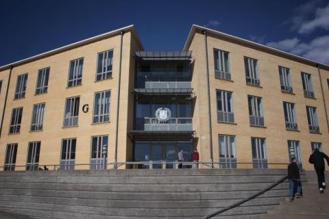 Högskolan i Skövde erbjuder drygt 1 800 personer plats på utbildningsprogram