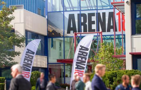 Fullt hus under Canons Arena-18