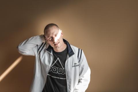 Rapveteranen Pede B inviterer ind i den Lilla Lounge