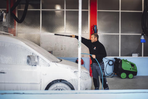 Clean Start: The Salvation Army Opens Car Wash in Norway