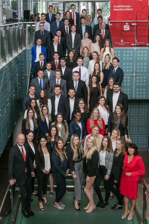 Oberbayerische Sparkassen gratulieren 261 frisch ausgebildeten Bankkaufleuten