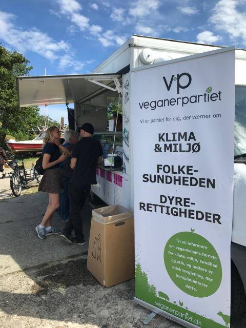 Veganerpartiets base på Folkemødet 2019 'Plants on Wheels'