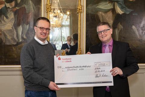 Michael Speckenbach und Philipp Geißler - Spendenübergabe 2019-03-27