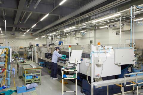 10_2017_浜松IM事業所-単軸用ロボットの素材加工