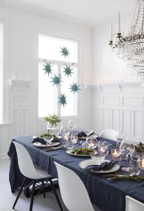 Juleoppdekning i blått