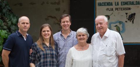 Familien Peterson, Hacienda Esmeralda
