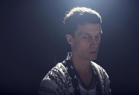 "Idag släpper Jonathan Johansson albumet ""Love & Devotion"""