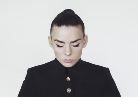 Frida Sundemo släpper storslagna singeln Gold
