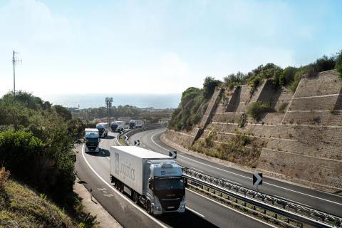 LNG-Lkws auf Autobahn
