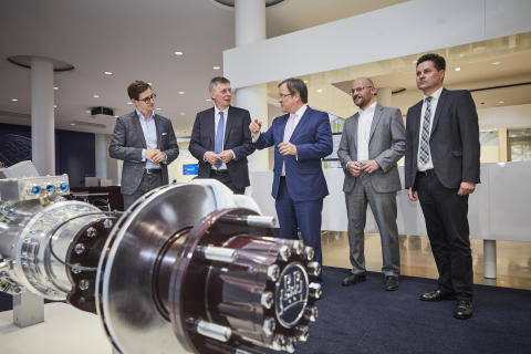 Minister-President Armin Laschet visits BPW, a recognised role model for e-mobility and Industry 4.0