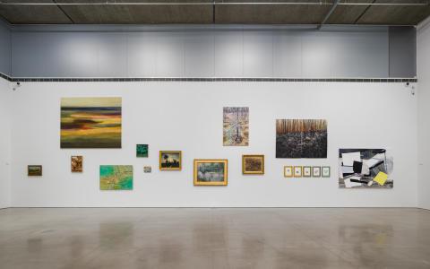 Installationsvy, Träden står ljust gröna: Landskapsmåleri då och nu (22 jan-29 mar 2020). Bonniers Konsthall