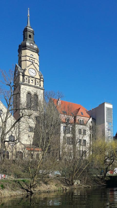 Blick vom Karl-Heine-Kanal zum Integrationshotel Philippus
