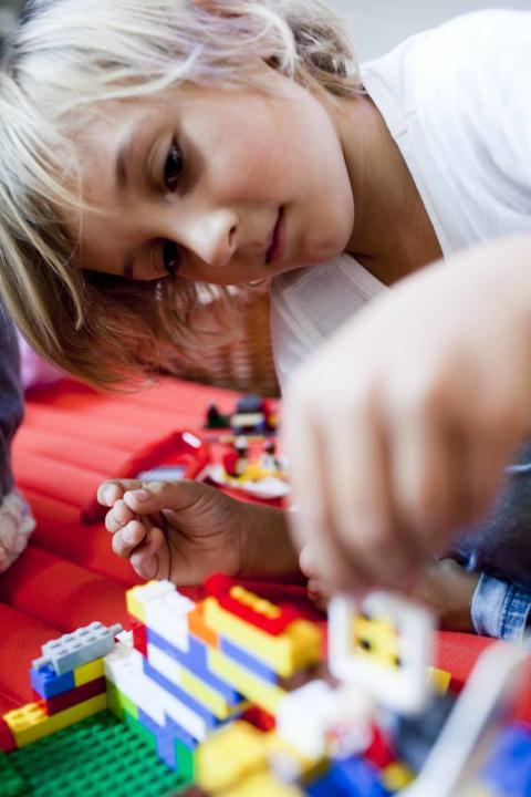 Förskolebarn med vikarie från VRE Education.