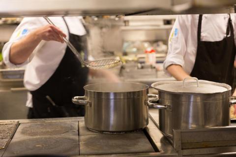 Yrkesbedömare i Uppsala certifieras för att validera kunskaper inom hotell- och restaurang.
