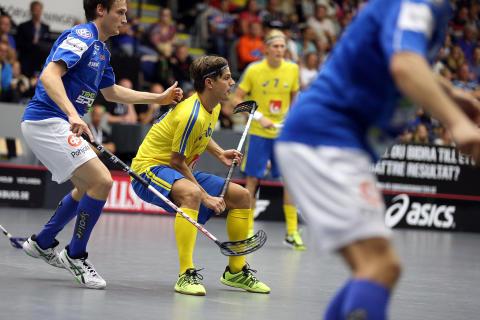 Sverige vann öppningsmatchen i Finnkampen i innebandy