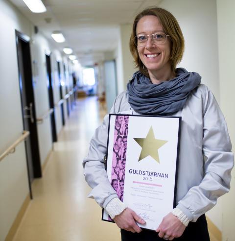 Kurator och utbildningsledare Lisa Gulbrandsen på SESAM Danderyd