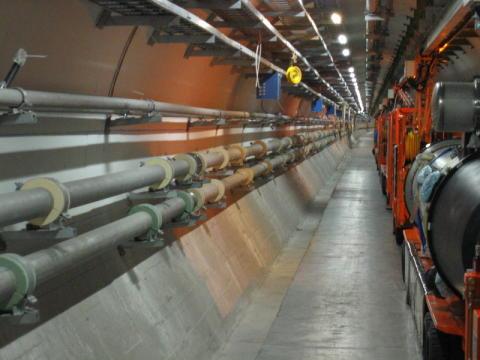 1. Platz: Large Hadron Collier