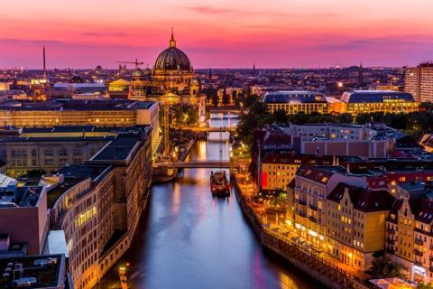 GNISTRANDE JULRESA TILL BERLIN Med opera och julmarknader
