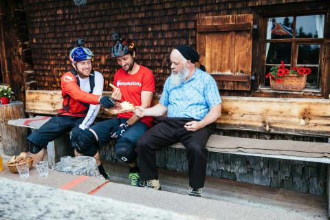 MacAskill & Caluori: ein Super-Duo entdeckt Graubünden auf dem Mountainbike