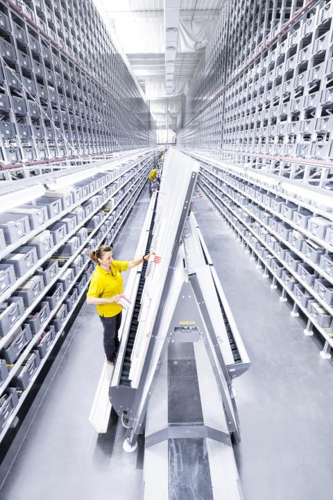 Plukkeautomater er ideelle til, med høj hastighed, at plukke mindre kolli. Et eksempel herpå er A-frame-automater, som især benyttes inden for medicinalindustrien.