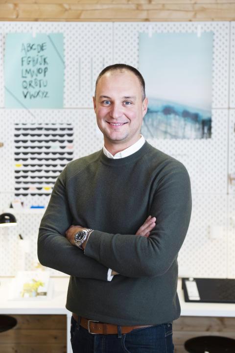 Miki Tabakovic, säljchef IKEA Business stående