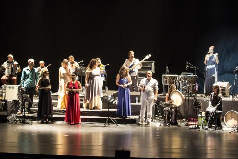 Kardeş Türküler - folkmusik i orkesterformat till Gävle Konserthus