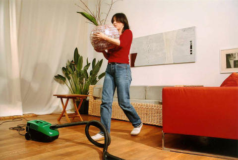 unf lle im haushalt gef hrliche hilfskonstruktionen. Black Bedroom Furniture Sets. Home Design Ideas