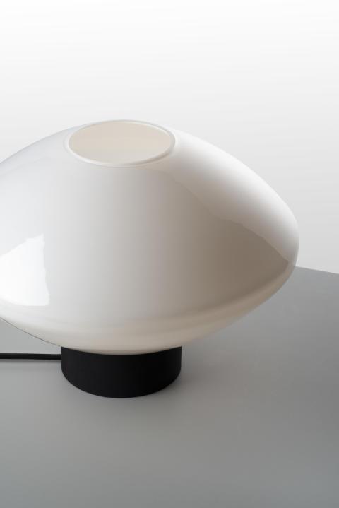 Bordlampe 4280 i hvit opal