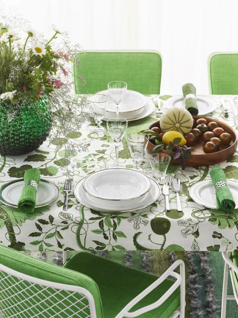 Miljöbild dukat bord med Daggvasen i grönt och La plata i grönt