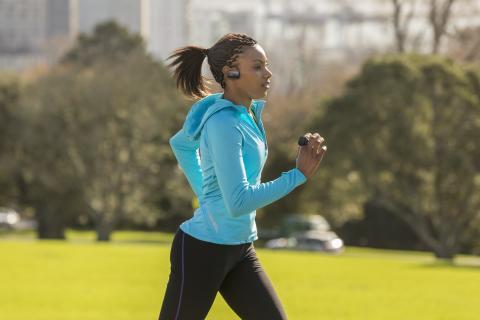 Nyd musikken, mens du træner med den nye vandtætte Walkman® WS610 med Bluetooth