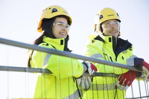 Ramirent kouluttaa ja rekrytoi Turkuun 12 uutta telineasennuksen ja sääsuojauksen ammattilaista.