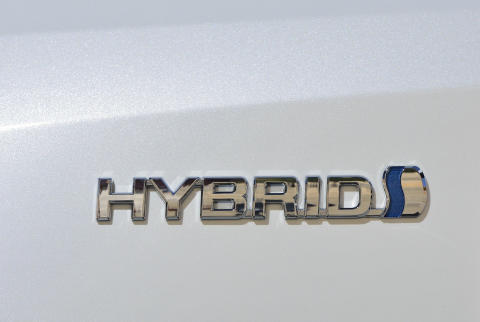 Toyota-hybrider har sparat miljarder liter bensin