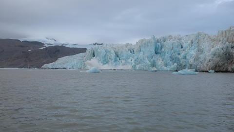 Nya mätningar tydliggör vattentemperaturens påverkan på glaciärernas kalvning