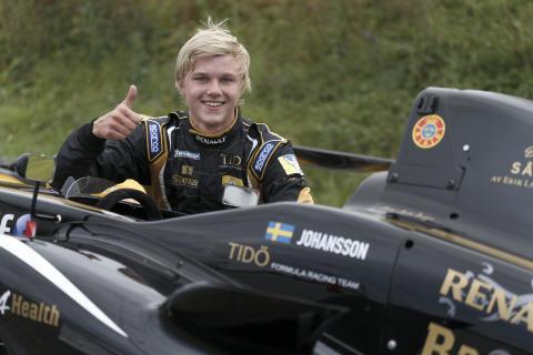 Dubbelseger och mästerskapsledning för Erik Johansson i Formel Renault 1,6